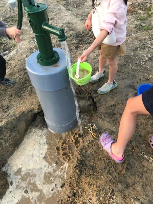 子ども用汲み上げ式井戸